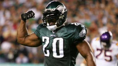 PHILADELPHIA - SEPTEMBER 20: Brian Dawkins #20 of the Philadelphia Eagles flexes his muscles after the Eagles stopped the Minnesota Vikings on a third and short in the first half at Lincoln Financial Field on September 20, 2004 in Philadelphia, Pennsylvania. (Photo by Ezra Shaw/Getty Images)